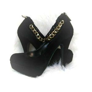 Black Velvet stilleto with gold ankle chain